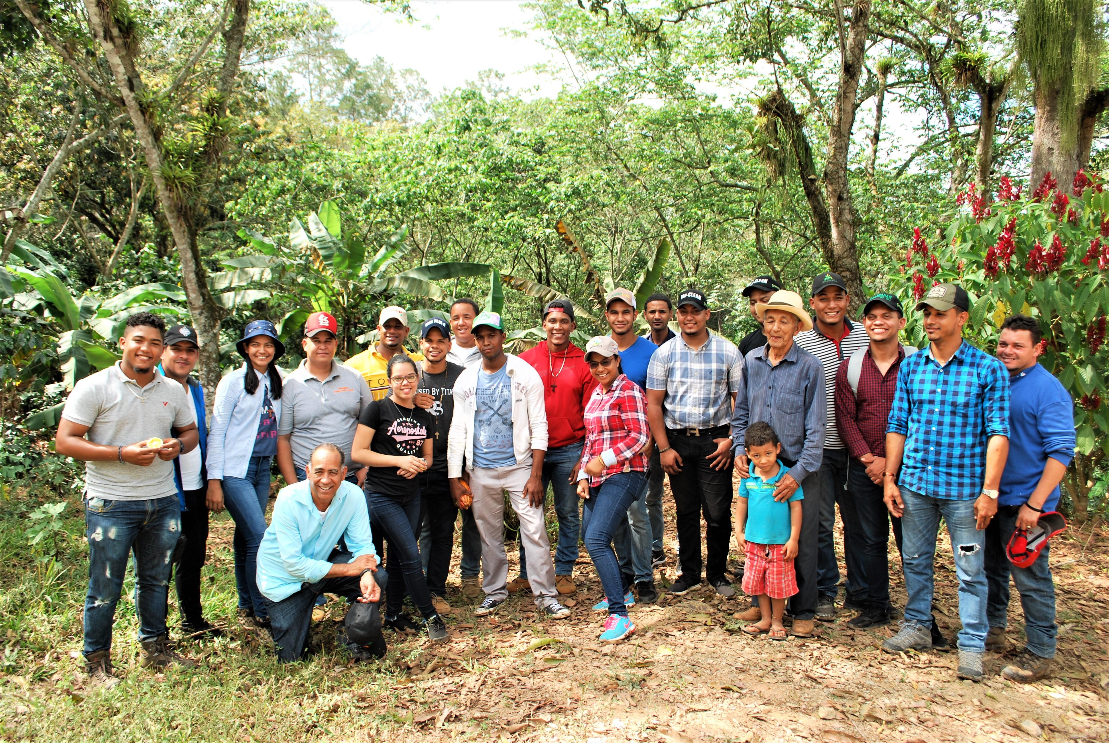 Estudiantes de UTESA Mao visitan área de trabajo del proyecto CuencasVerdes