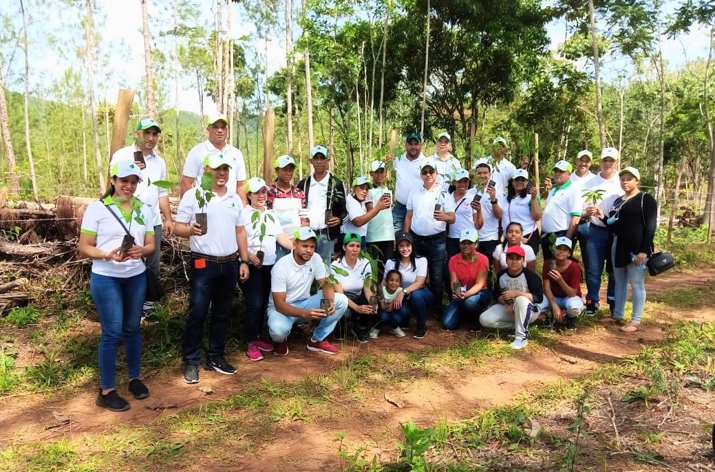 Centro Naturaleza realizó jornada de reforestación junto a COOPSANO